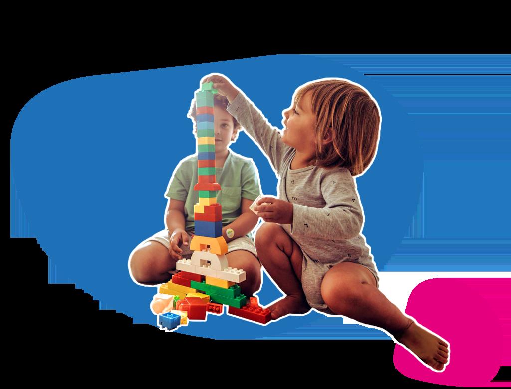 Dos infants jugant a les construccions